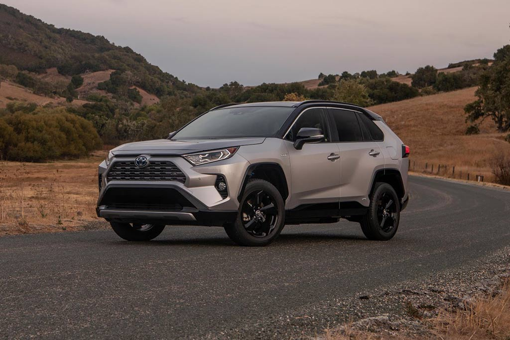 The New Toyota Rav4 Xse Hybrid Is The One You Should Buy Autotrader