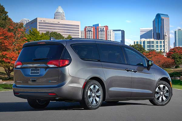 Go Back to School in Style With These Mom-Friendly SUVs and Minivans featured image large thumb6