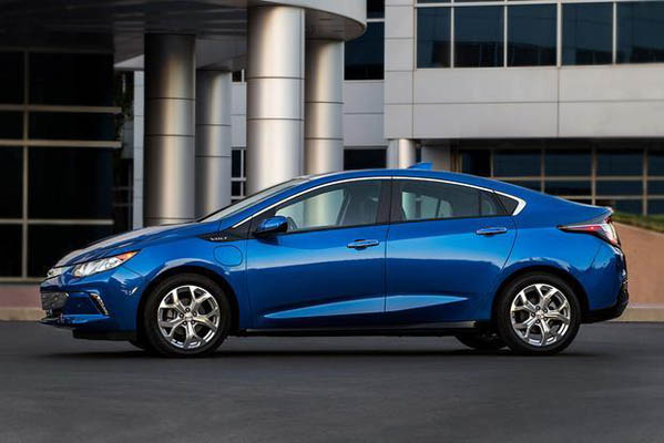 Best Cars for Recent College Graduates: 2018 Edition featured image large thumb7