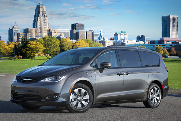 2018 Chrysler Pacifica Hybrid: New Car Review featured image large thumb0