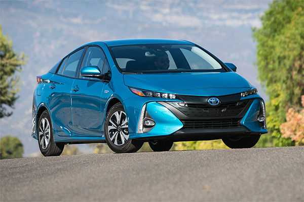 8 Toyotas That Get 30 MPG or Better for 2019 featured image large thumb2