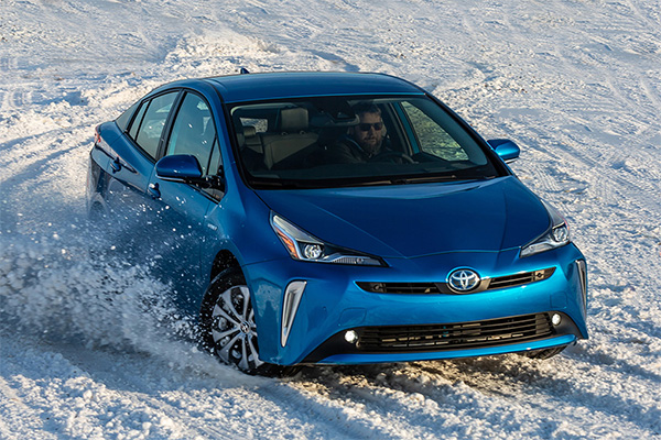 8 Toyotas That Get 30 MPG or Better for 2019 featured image large thumb1