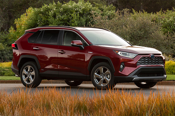 8 Toyotas That Get 30 MPG or Better for 2019 featured image large thumb6