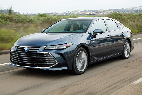 15 Toyotas With Apple CarPlay in 2019 featured image large thumb1