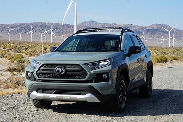 15 Toyotas With Apple CarPlay in 2019 featured image large thumb5