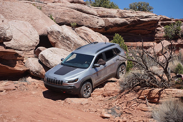5 Great New Jeeps Under $35,000 for 2019 featured image large thumb1