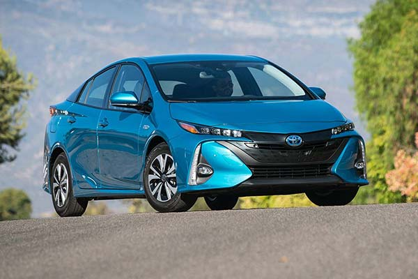 10 Most Affordable Plug-In Hybrid and Electric Vehicles for 2019 featured image large thumb3