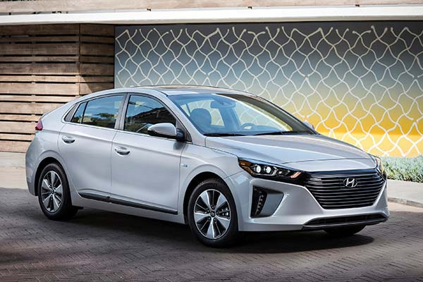 10 Most Affordable Plug-In Hybrid and Electric Vehicles for 2019 featured image large thumb2