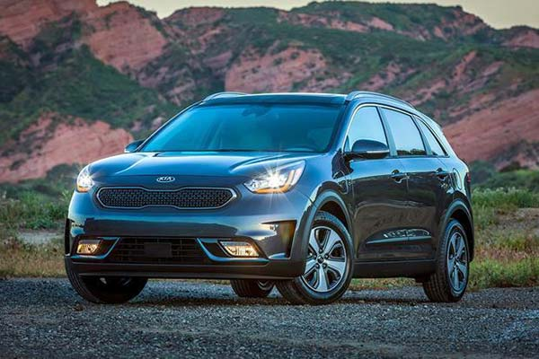 8 Great New Plug-In Hybrid and Electric Vehicles Under $40,000 for 2019 featured image large thumb8
