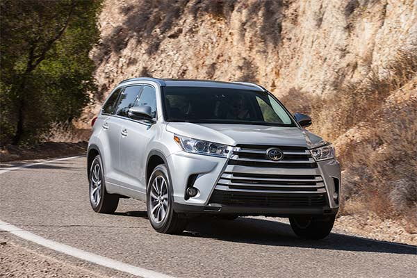 8 Best New Toyotas Under $40k for 2019 featured image large thumb3