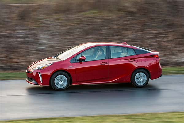 8 Best New Toyotas Under $40k for 2019 featured image large thumb5