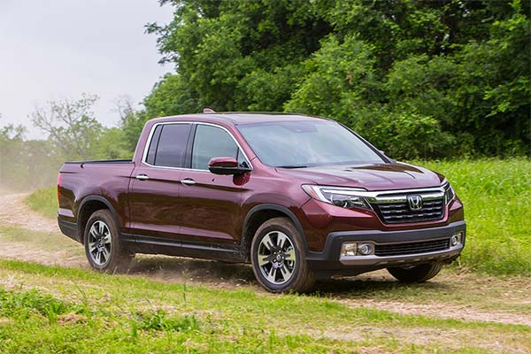 IIHS Top Safety Pick-Rated Midsize Pickups for 2020 featured image large thumb2