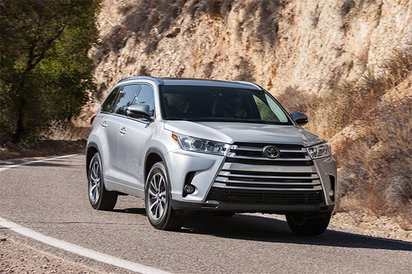 IIHS Top Safety Pick-Rated Midsize Family SUVs for 2019 featured image large thumb7