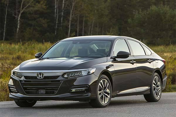 Great IIHS Top Safety Pick-Rated Family Sedans for 2019 featured image large thumb5