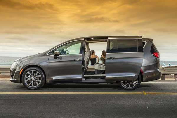 5 Great Used Minivans Under $30,000 for 2020 featured image large thumb1