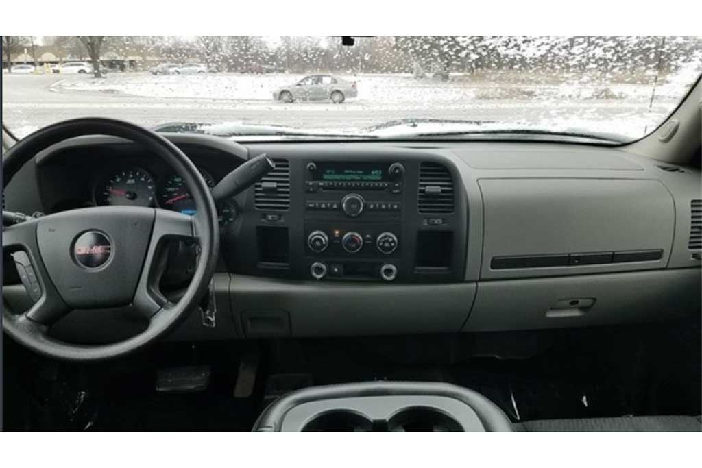 Remember When GM Offered Two Different Dashboards on Its Pickup Trucks? featured image large thumb0
