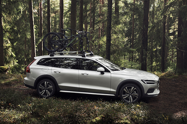 2019 Volvo V60 Cross Country: Volvo Reveals Its Buffed Up V60 featured image large thumb0