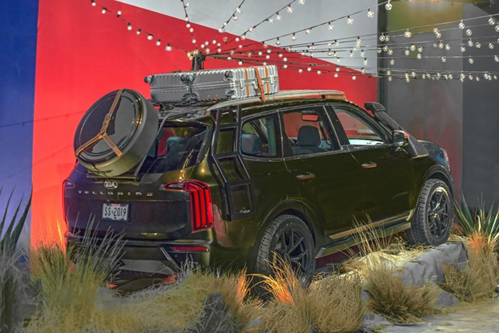 The 2020 Kia Telluride SUV is Unveiled During New York Fashion Week featured image large thumb1